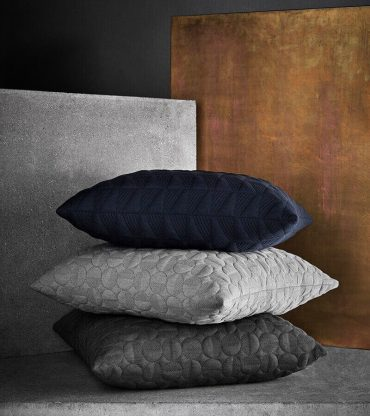 Objects cushion, Trapez by Arne Jacobsen in Midnight blue